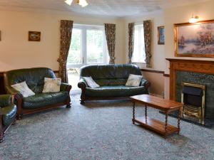 A seating area at Brompton Lodge