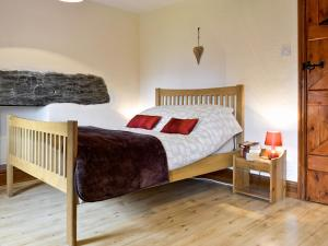 A bed or beds in a room at Coed Y Fron
