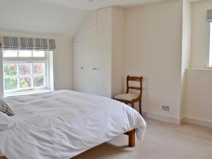 A bed or beds in a room at North House