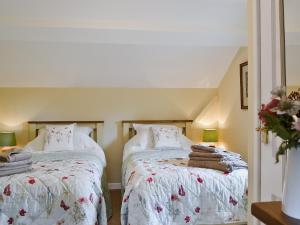 A bed or beds in a room at Broadoak Barn