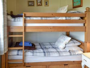 A bunk bed or bunk beds in a room at Captains Row