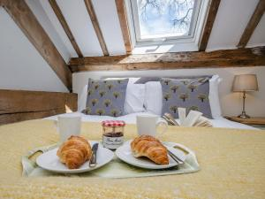 Breakfast options available to guests at Valley View Barn