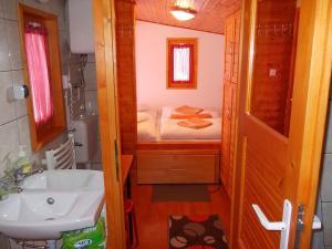A bathroom at Minilux Studio