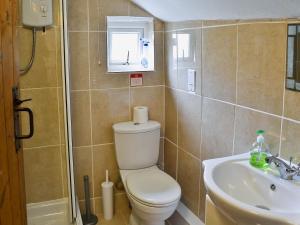 A bathroom at Bannsvale Barn