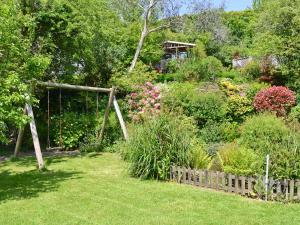 A garden outside Bannsvale Barn
