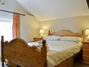 A bed or beds in a room at Bannsvale Barn