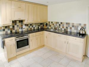 A kitchen or kitchenette at Bank End