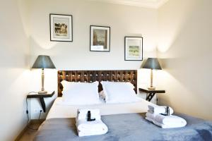 A bed or beds in a room at Pick a Flat - Eiffel Tower / Champs de Mars apartments