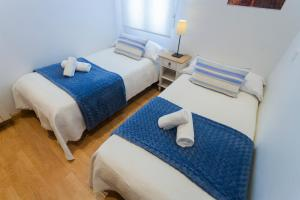 A bed or beds in a room at Cosy Apartment Malasaña