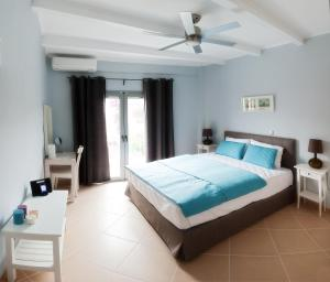 A bed or beds in a room at Villa Despina Green Suites