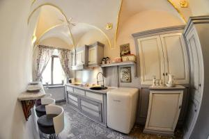 A kitchen or kitchenette at Maison Coco