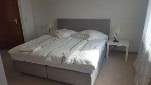 A bed or beds in a room at Outletcity Ferienwohnung