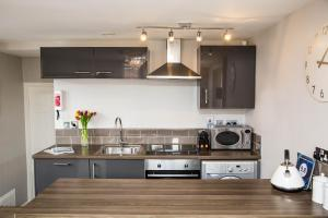 A kitchen or kitchenette at Galtres Chambers Apartment Coppergate