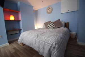 A bed or beds in a room at The Snug