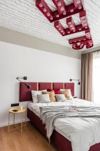 A bed or beds in a room at Dom & House - Apartments Neptun Park Premium