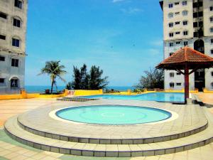 The swimming pool at or close to JC Apartment Sunshine Bay Resort Port Dickson