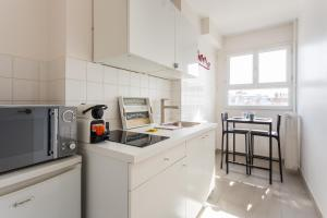 A kitchen or kitchenette at CMG Trocadéro/ Passy