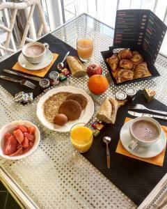 Frühstücksoptionen für Gäste der Unterkunft Appart-Hôtel Le Trianon