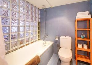 A bathroom at Apartamento SleepingBCN Hol
