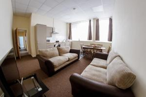 A seating area at County Hall Apartment Hotel