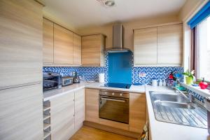 A kitchen or kitchenette at Beach House Walk