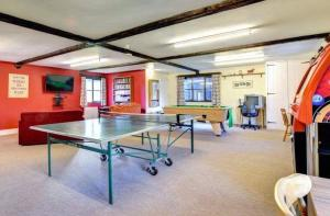 Ping-pong facilities at Raven cottage at Cwm Chwefru Cottages or nearby