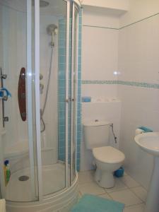 Salle de bains dans l'établissement Residence Les Argousiers