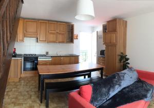 Cuisine ou kitchenette dans l'établissement Cairenou Location