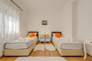 A bed or beds in a room at LCT Holiday Home Florentina