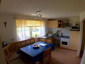 A kitchen or kitchenette at Ferienhof Prinz