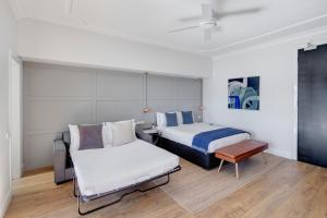 A bed or beds in a room at Regents Court Sydney