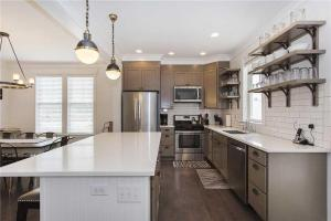 A kitchen or kitchenette at Seabiscuit Five-Bedroom Home