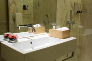 A bathroom at Orion ODM Lisbon 8 Building Apartments