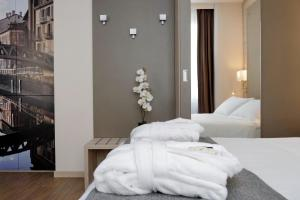 A bed or beds in a room at Duomo - Apartments Milano by Nomad