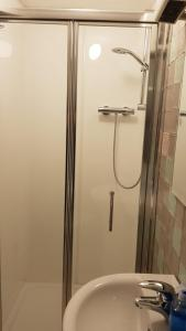 A bathroom at Kavanaghs Bar & Venue Townhouse