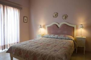 A bed or beds in a room at Mirella Studios