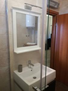 A bathroom at Apartment Rina