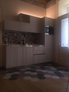 A kitchen or kitchenette at Palazzo Carasi Apartments