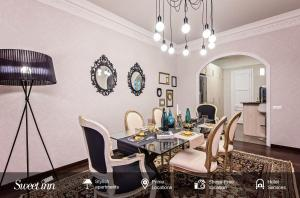 A restaurant or other place to eat at Sweet Inn Apartment - Gracia Deluxe