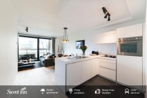 A kitchen or kitchenette at Sweet Inn Apartments -EU Commission