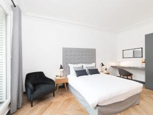 A bed or beds in a room at The Residence - Luxury 4 Bedroom Paris Center 3