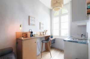 A kitchen or kitchenette at Luckey Homes - Place de la Rotonde