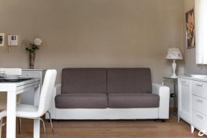 A seating area at Appartamento Versilia