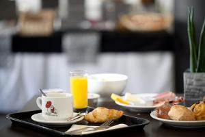 Breakfast options available to guests at Adonis Aix en Provence