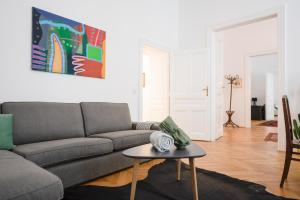 A seating area at GRAND SOHO II Apartment Vienna