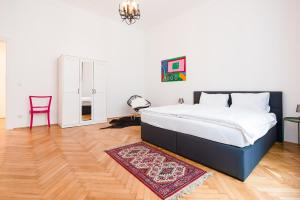 A bed or beds in a room at GRAND SOHO II Apartment Vienna