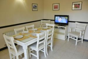 A restaurant or other place to eat at Apart Hotel Las Hadas Carilo