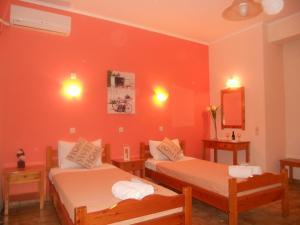 Un pat sau paturi într-o cameră la Elli Marina Studios and Apartments