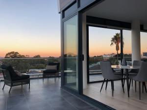 Päikesetõus või päikeseloojang apartemendi juurest või lähedalt vaadatuna