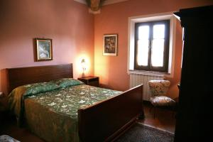 A bed or beds in a room at Casa Vacanze Podere il Pino